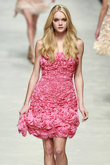 blumarine_wcff08_641.jpg (JPEG Image, 367x550 pixels) - Scaled (96%) from fashiontalk.nl