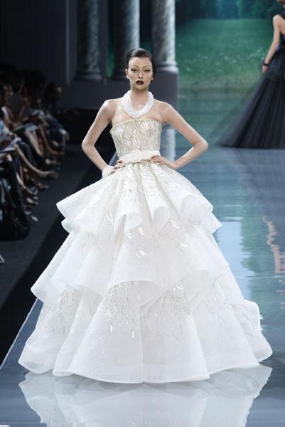 dior_hcff08_665.jpg (JPEG Image, 401x600 pixels) - Scaled (88%) :  bridal christian dior white haute couture