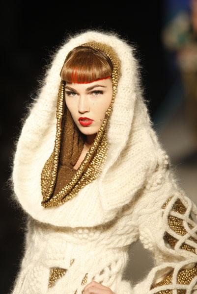 gaultier_hcff08_0363.jpg (JPEG Image, 401x600 pixels) - Scaled (88%) :  chic designer hood sweater